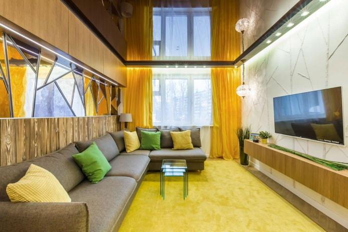 rideaux jaunes à l'intérieur du salon