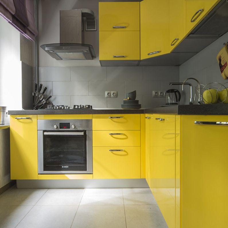 Cuisine jaune à Khrouchtchev - design d'intérieur