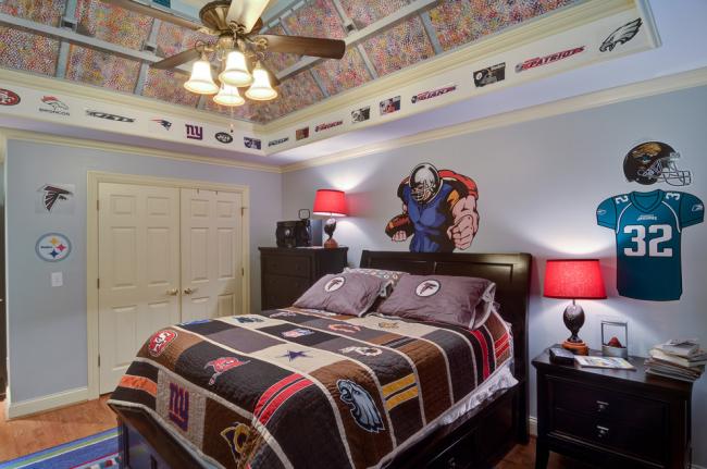 Chambre à la décoration sur le thème du sport