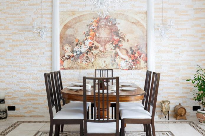 fresque sur le mur à l'intérieur de la salle à manger