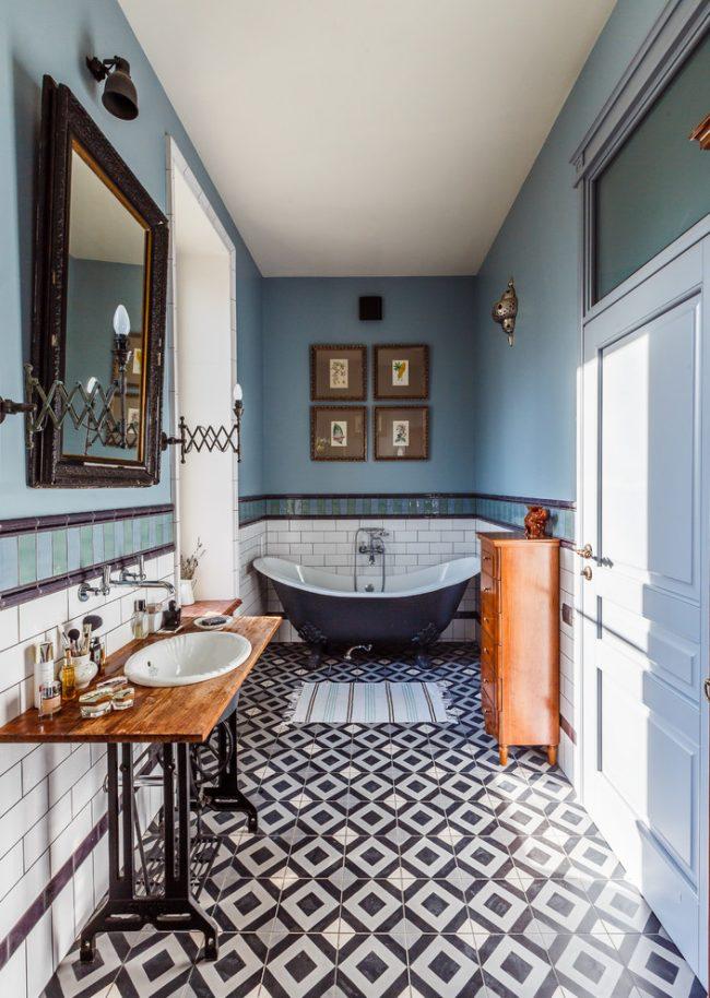 Salle de bain étroite éclectique