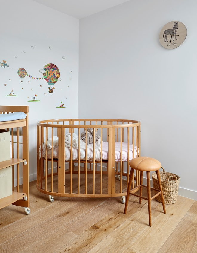 lit ovale pour bébé à l'intérieur