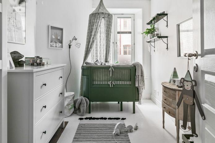 lit vert pour bébé à l'intérieur