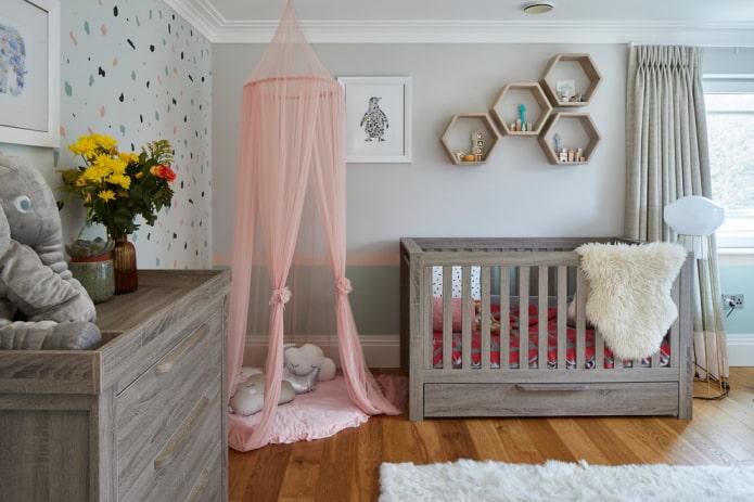 lit rectangulaire pour bébé à l'intérieur