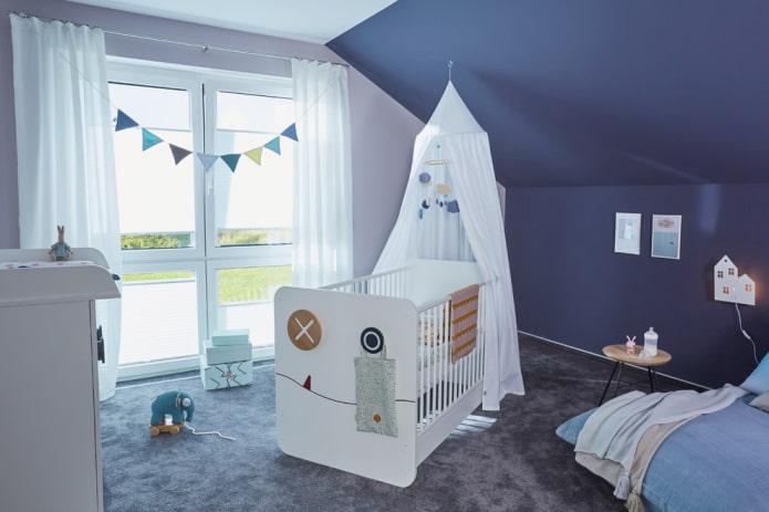 lit pour un garçon nouveau-né à l'intérieur