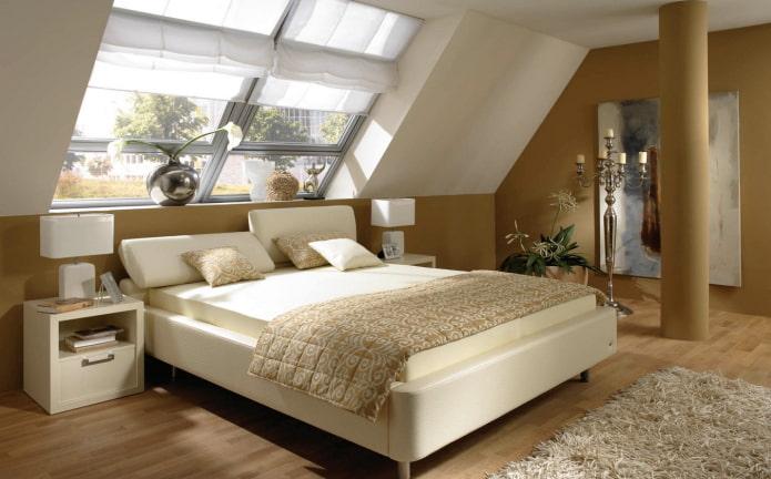 lit avec tête de lit inclinée à l'intérieur