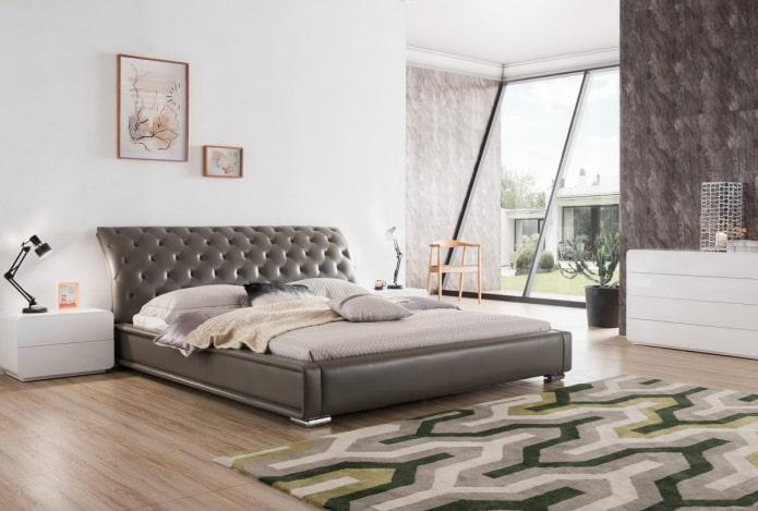 lit avec une tête de lit incurvée à l'intérieur