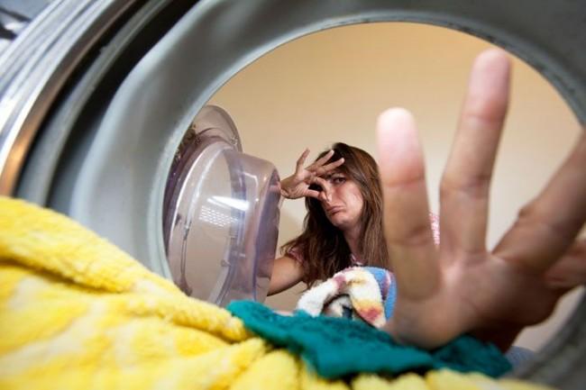 Les principales causes des odeurs désagréables du tambour d'une machine à laver sont les bactéries qui s'accumulent à l'intérieur de la machine à laver et sur les pièces internes.