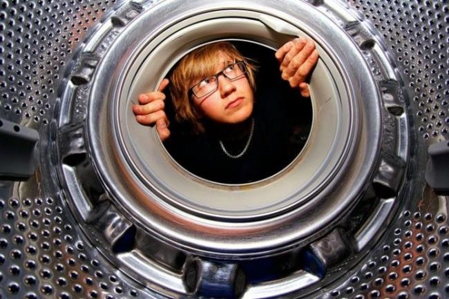 Des dépôts de saleté et de calcaire peuvent également s'accumuler dans le tambour du lave-linge.