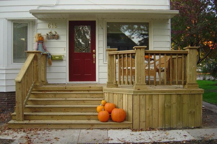 maison avec un porche en bois