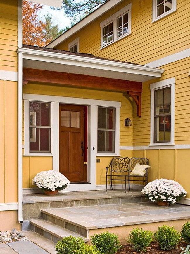 maison avec un porche ouvert