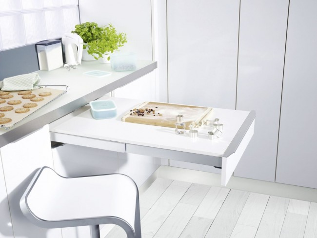 Une table bien construite aidera à économiser de l'espace dans la cuisine