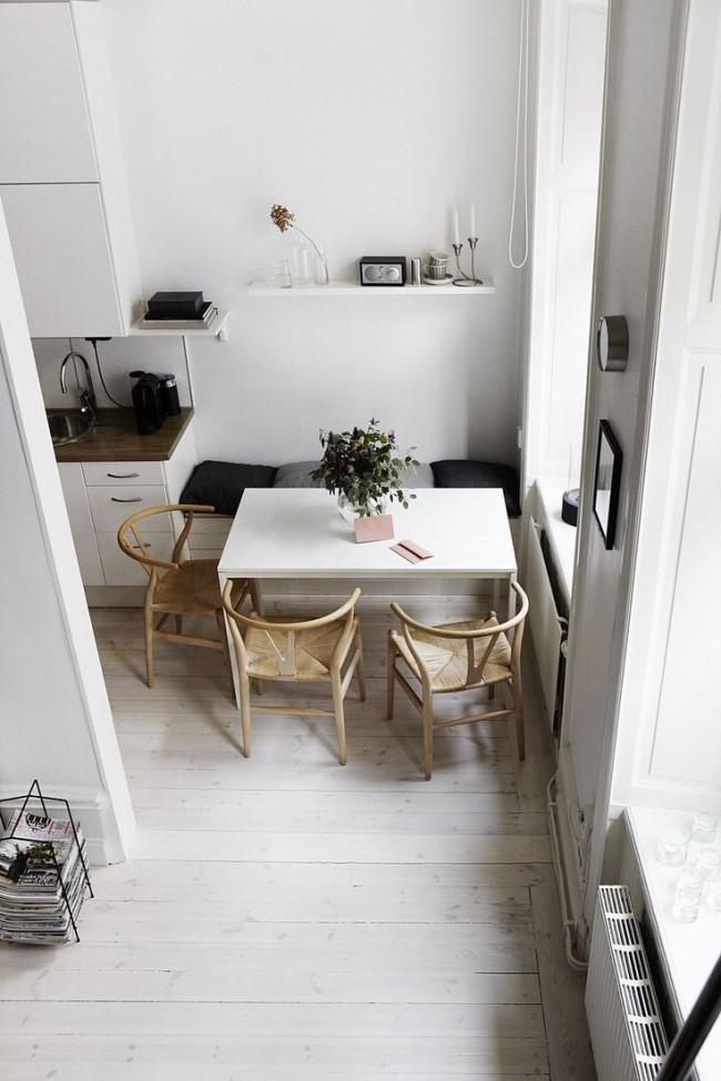 Une porte allongée ajoutera visuellement du volume à la cuisine
