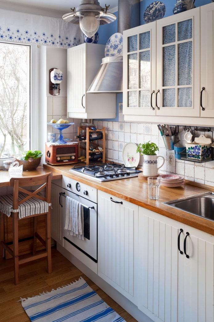 accents bleus dans la cuisine