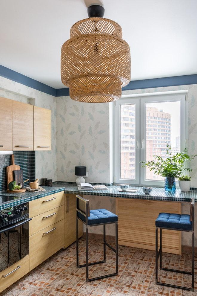 lustre au plafond à l'intérieur de la cuisine