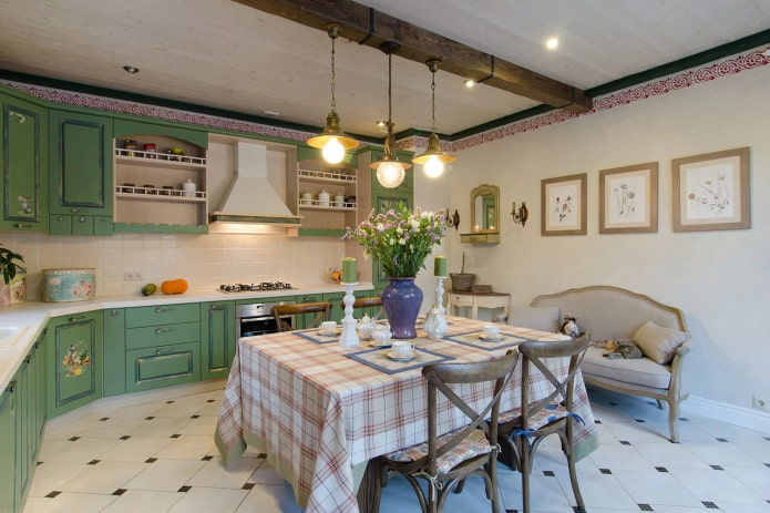 lustre à l'intérieur de la cuisine dans le style provençal