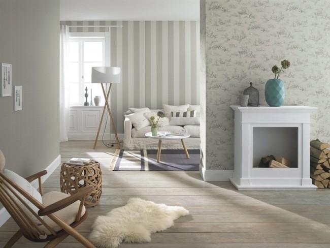 Rayures et motifs gris clair sur les cloisons du salon