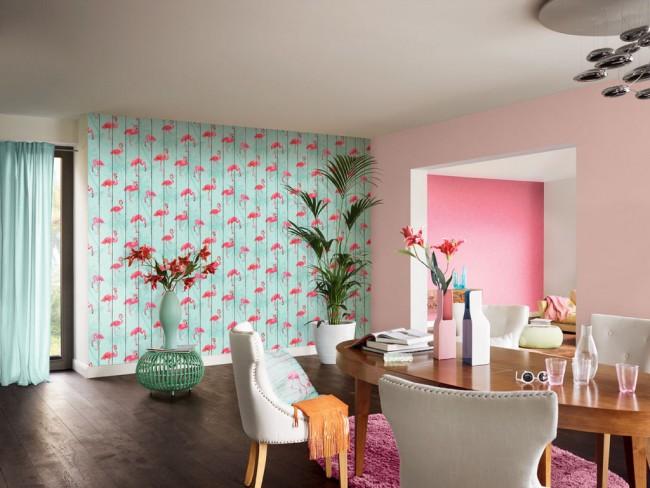 Décor de chambre frivole avec papier peint flamant rose et bleu