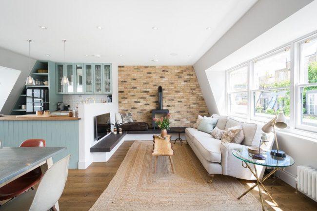 Projet de design d'un appartement d'une pièce dans un style campagnard