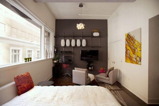 Petit studio avec fenêtre panoramique
