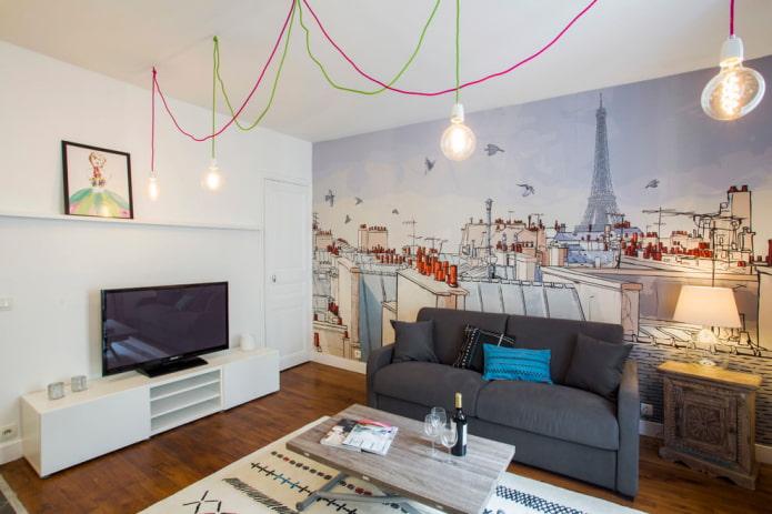 salon avec une reproduction insolite de la France sur l'un des murs