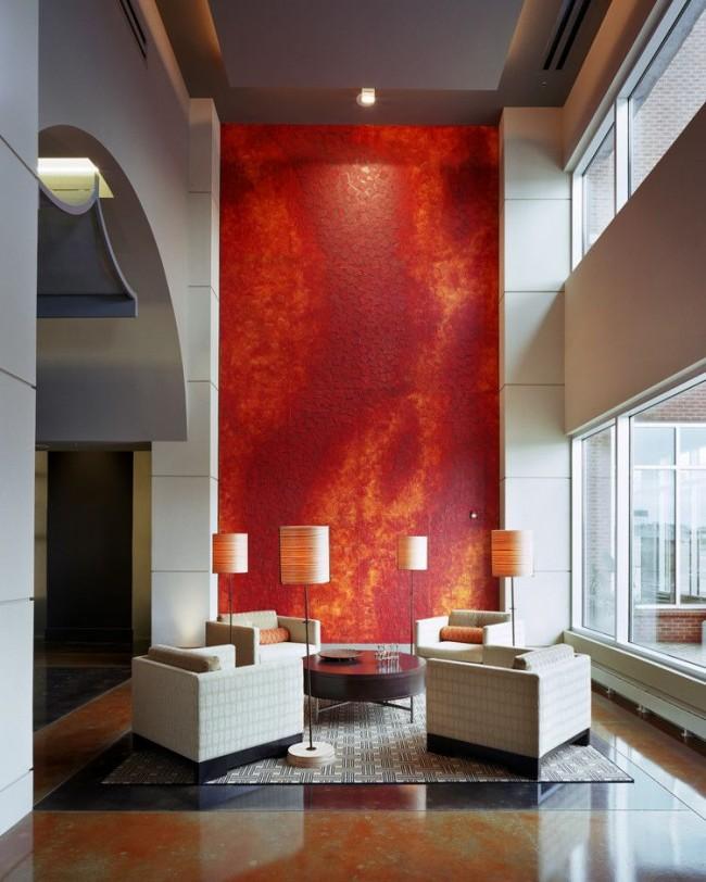 Panneau mural décoratif spectaculaire dans un salon de style moderne