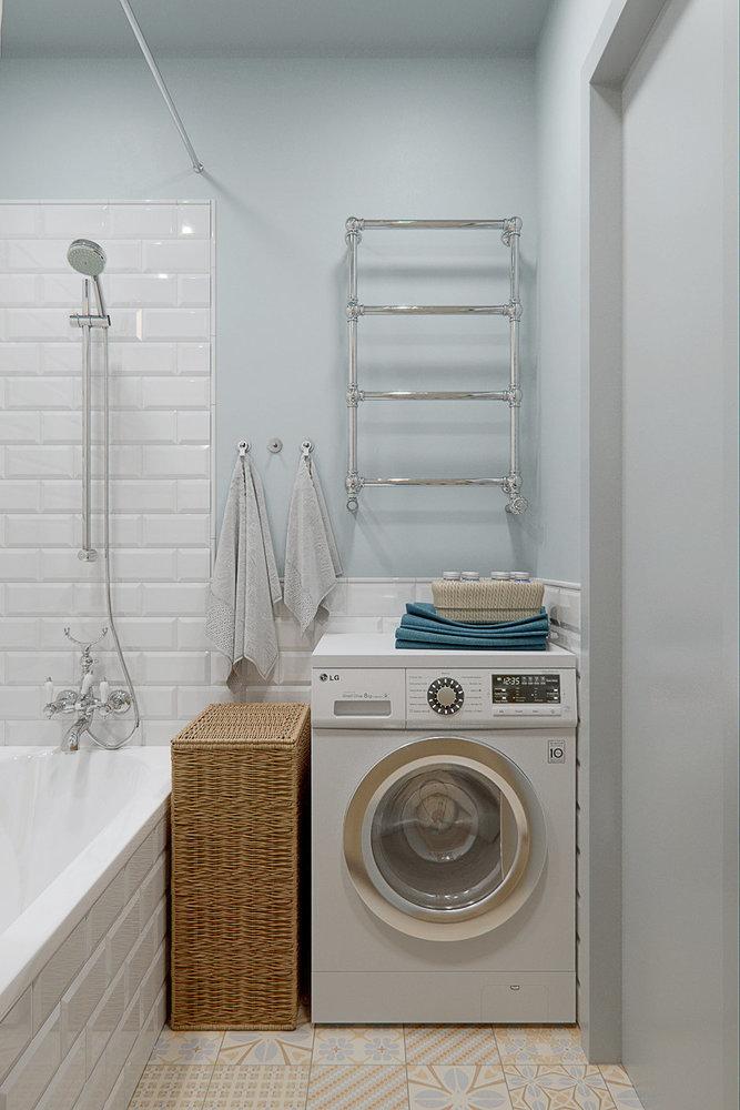 L'emplacement de la machine à laver dans une petite salle de bain
