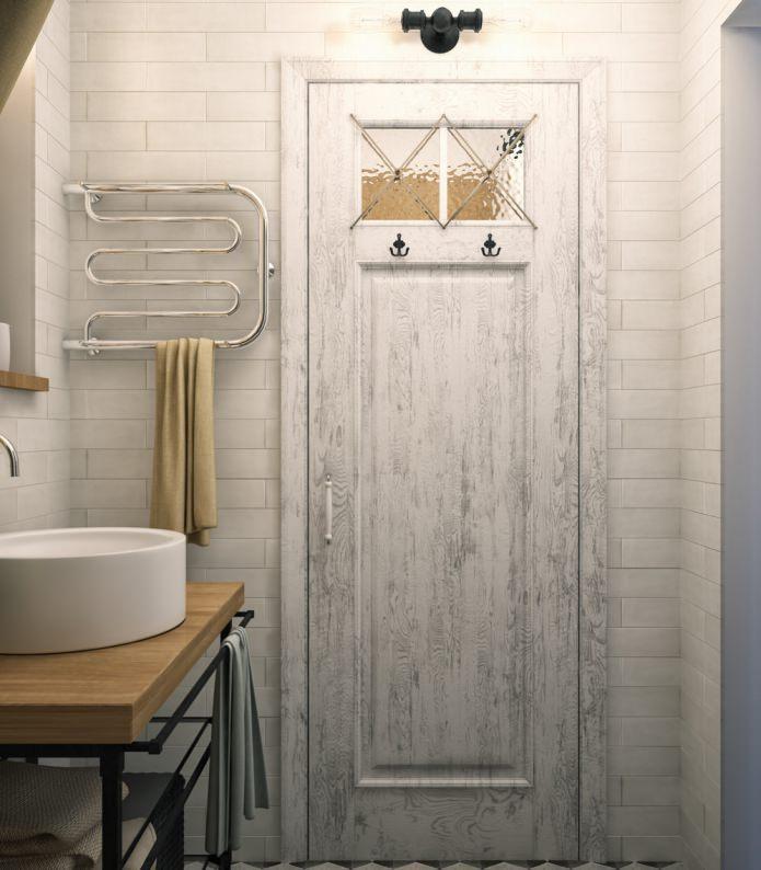 Conception de salle de bain dans un appartement d'une pièce