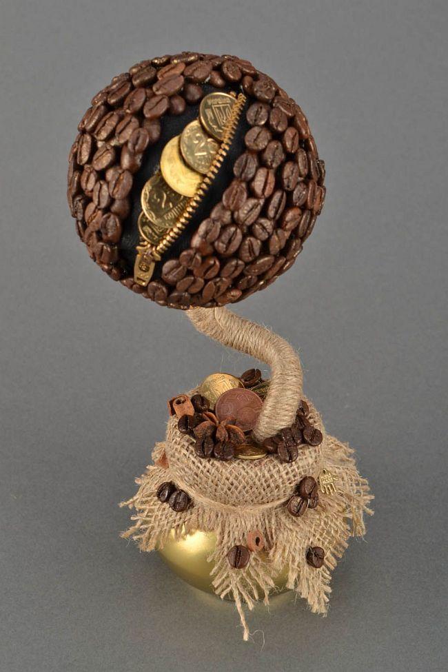 Comment créer un topiaire domestique.  Le topiaire à base de grains de café et décoré de pièces de monnaie sera le meilleur cadeau pour un collègue