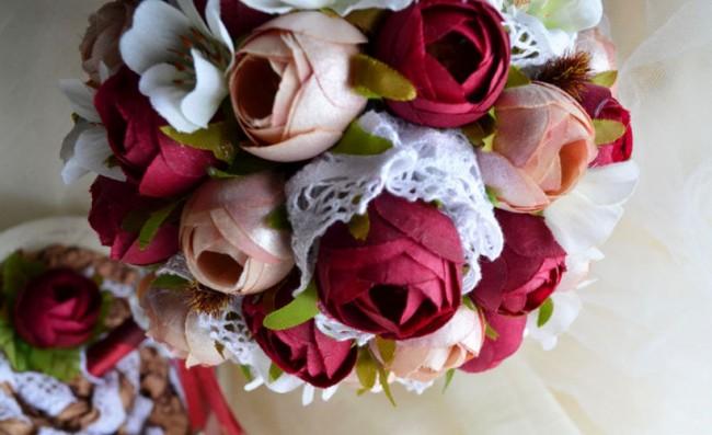 Comment créer un topiaire domestique.  Topiaire romantique en tissu roses et rouges roses et dentelle