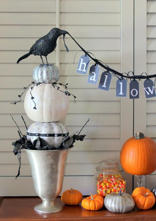 Comment créer un topiaire domestique.  Pour Halloween, vous pouvez fabriquer des topiaires à partir de petites citrouilles peintes et les décorer avec des figurines de sorcières, fantômes et autres personnages de contes de fées