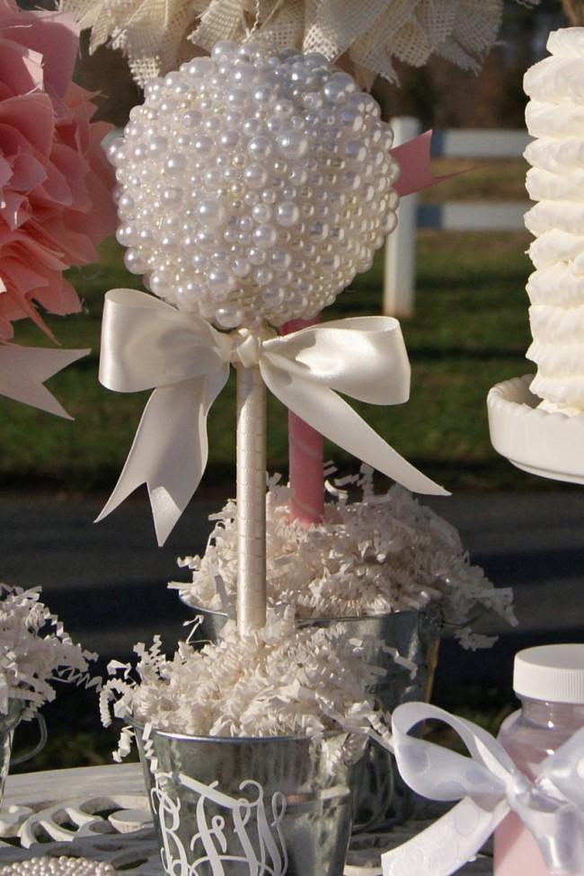 Topiaire de perles dans un seau en aluminium: une jolie déco pour un mariage shabby chic