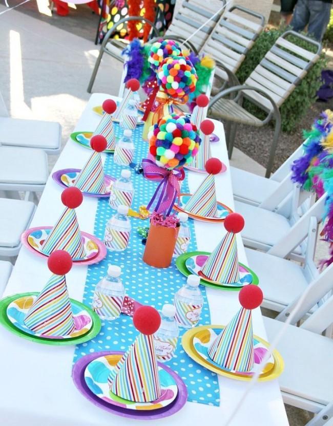 Comment créer un topiaire domestique.  Arbres en peluche multicolores dans le cadre de la décoration de fête des enfants
