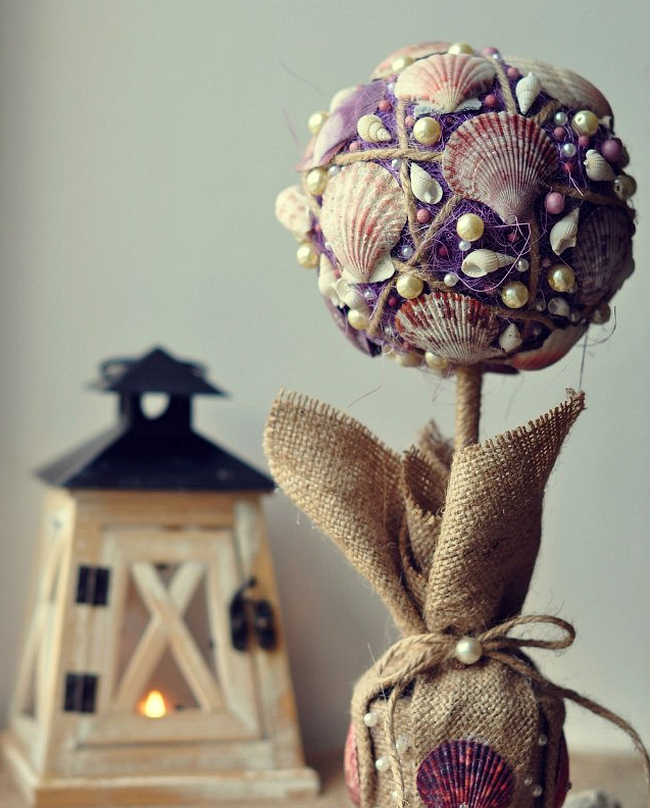 Comment créer un topiaire domestique.  Un topiaire lilas composé de coquillages et de perles vous rappellera vos vacances à la mer