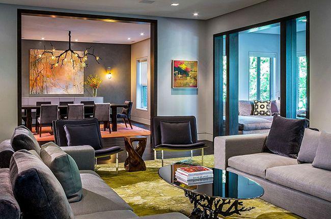 Le salon de couleur wengé donnera un passe-temps calme et paisible entre amis et en famille.  Aussi, cette couleur est propice aux réunions d'affaires.