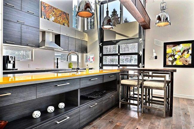 Les concepteurs recommandent d'utiliser la couleur wengé pour un intérieur moderne, donc cette palette de couleurs sera très réussie pour une cuisine de style moderne.
