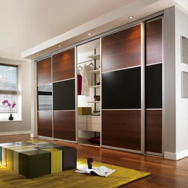 Les portes coulissantes permettent une installation n'importe où dans la pièce