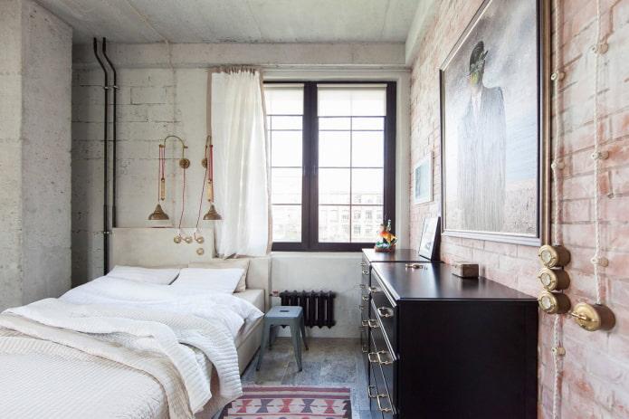 rideaux courts dans la chambre de style loft