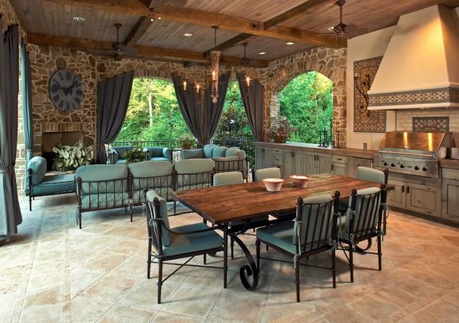 Belle et imposante cuisine dans une maison privée