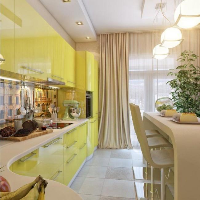 Si le mur de votre cuisine est clair, il est préférable de prendre les rideaux d'une couleur plus calme.