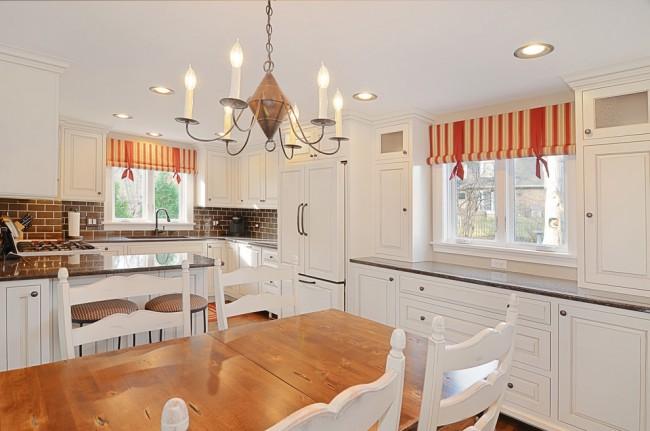 Les rideaux lumineux ajoutent de la couleur à votre cuisine