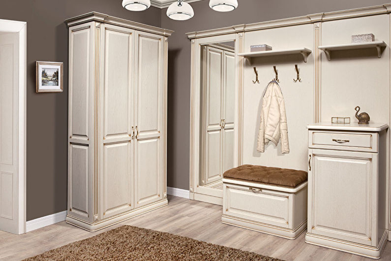 Papier peint pour le couloir dans un style classique