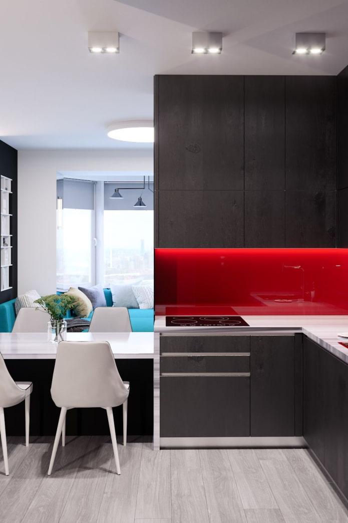 combinaison de wengé et de rouge dans la cuisine