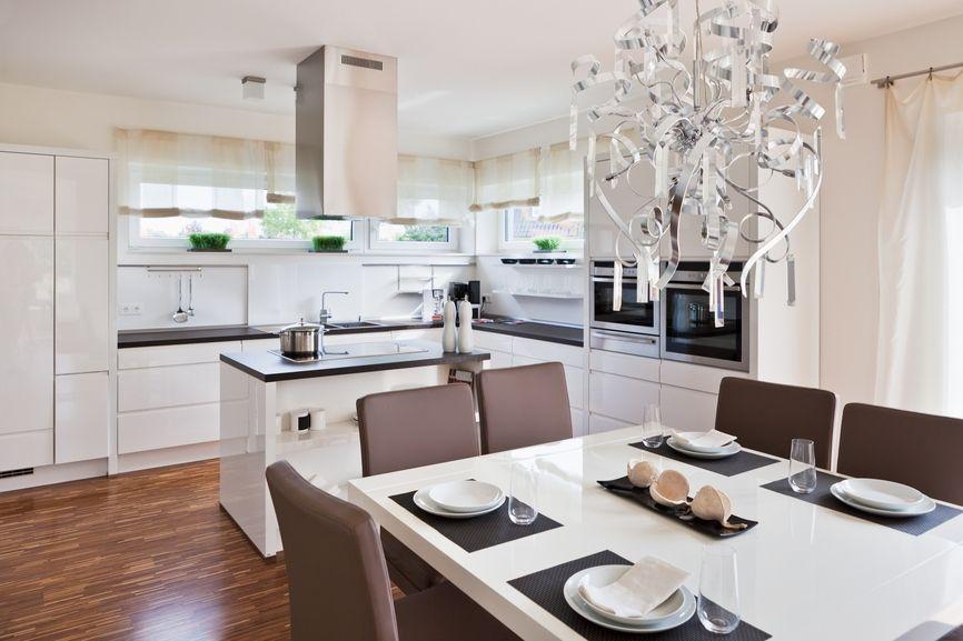 Beau mobilier et son agencement pratique - la formule pour un intérieur de cuisine harmonieux