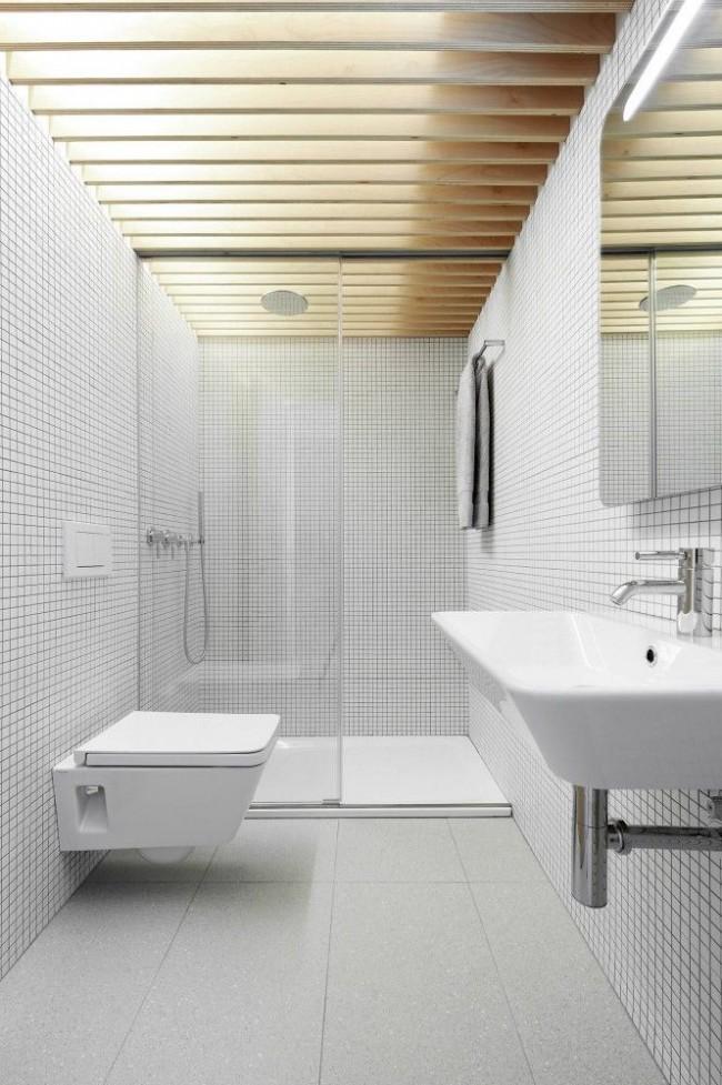 La mosaïque blanche est très belle dans un intérieur de style minimaliste