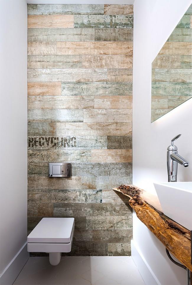 Toilettes petites mais élégantes avec des murs stratifiés