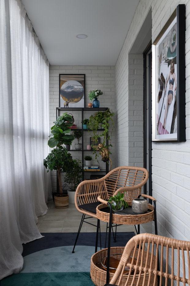 Balcon avec murs de briques