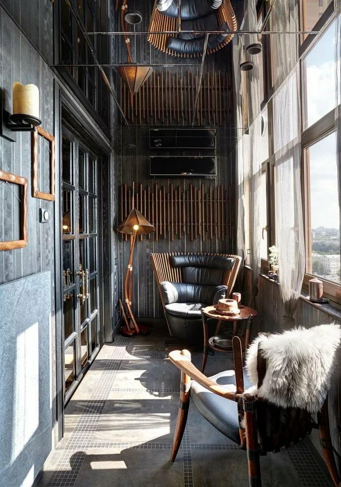Balcon confortable aux couleurs sombres