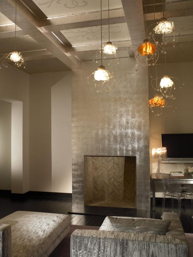 À l'aide de papier peint liquide, vous pouvez créer un intérieur individuel lumineux.