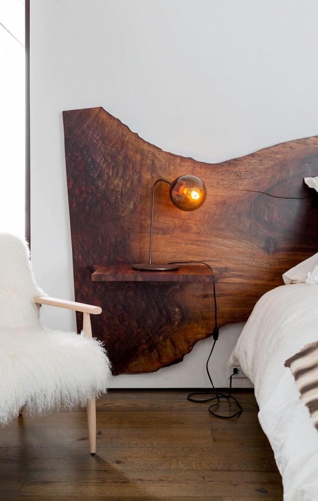 Le bois est toujours beau, car il est le plus naturel possible.  Le même principe fonctionne pour la tête de lit: sophistiquée et naturelle!